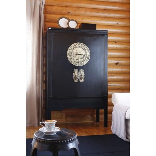 BF-20521 Гуй- традиционный шкаф, в черном цвете с орнаментом на металлической накладке. Династия Мин.