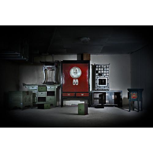 BF-21156 Гуй- традиционный шкаф, красного цвета с каркасамом черного цвета. Династия Мин