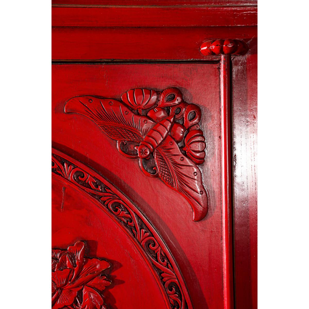 BF-20424 Гуй- традиционный шкаф, С рельефными вставками на красном фоне. Династия Мин